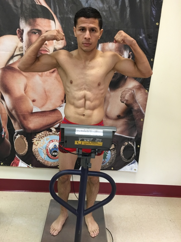 23 mar 2016 McWilliams Arroyo WBC 30 day weigh in 3