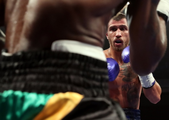 LOMACHENKO_WALTERS_FIGHTACTION3 (720x512)