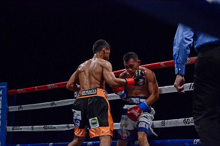 acosta-buitrago-fight (12)