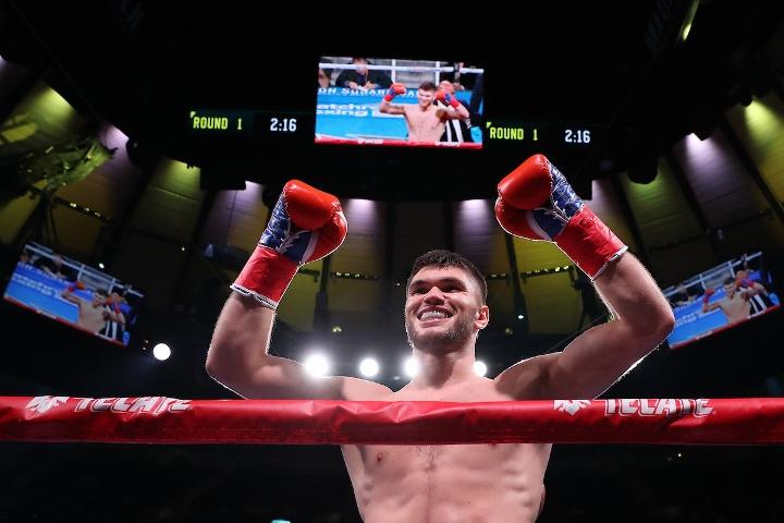 ali-akhmedov-hernandez-fight (5)