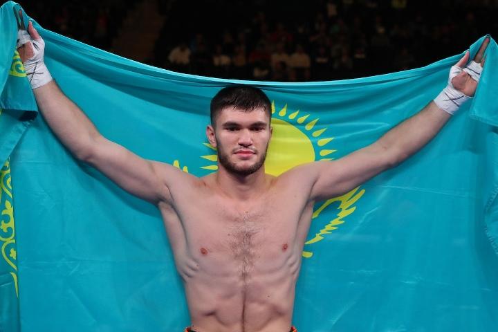 ali-akhmedov-hernandez-fight (9)