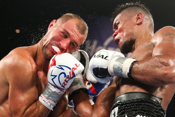 Alvarez stuns Kovalev to seize WBO light heavyweight title