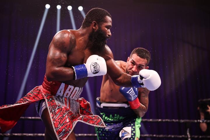 broner-santiago-fight (21)