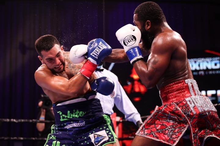 broner-santiago-fight (25)