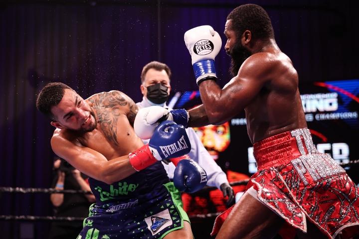 broner-santiago-fight (26)