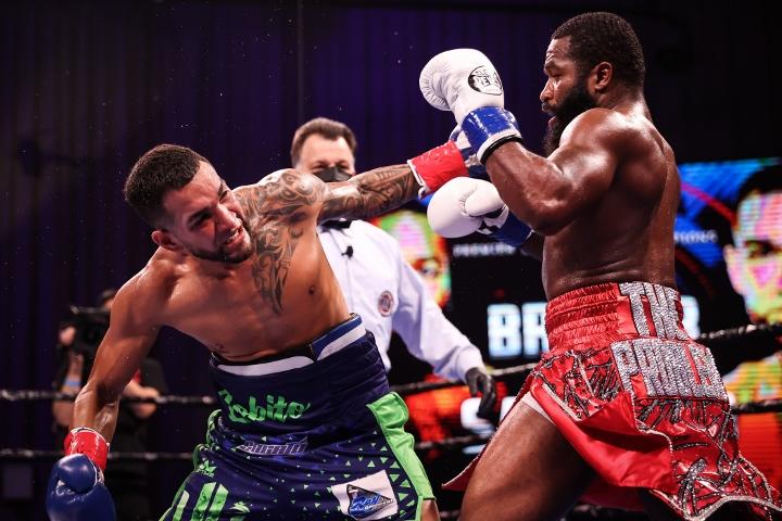 broner-santiago-fight (27)