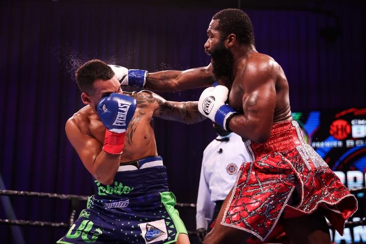 broner-santiago-fight (28)