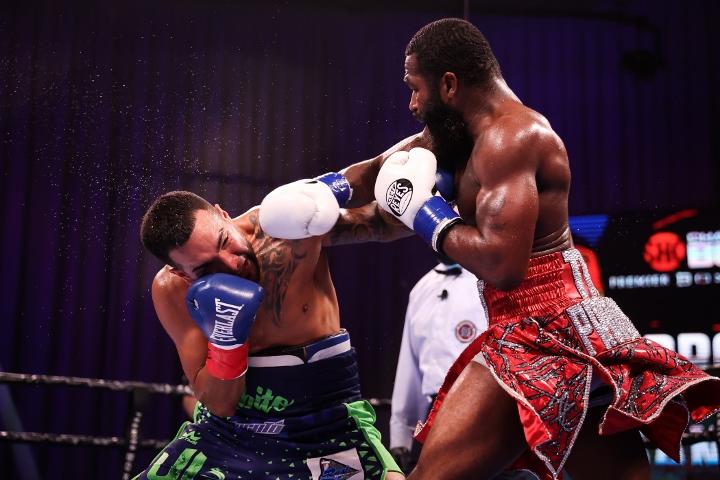 broner-santiago-fight (29)