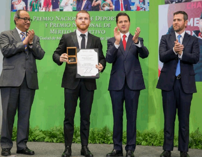canelo-mexico-award-4