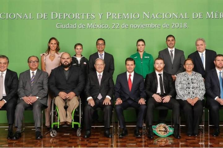 canelo-mexico-award-6