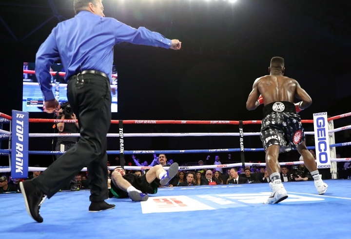 Commey knocks out Chaniev to win IBF world lightweight title