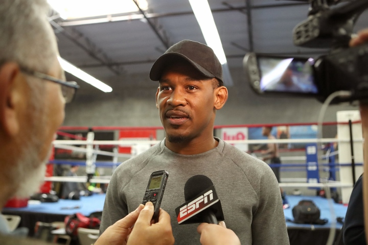daniel jacobs shocks peter quillin