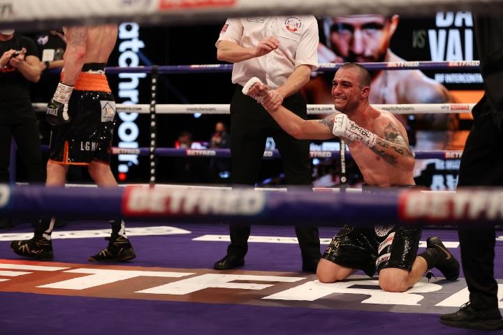 davies-valenzuela-fight (28)