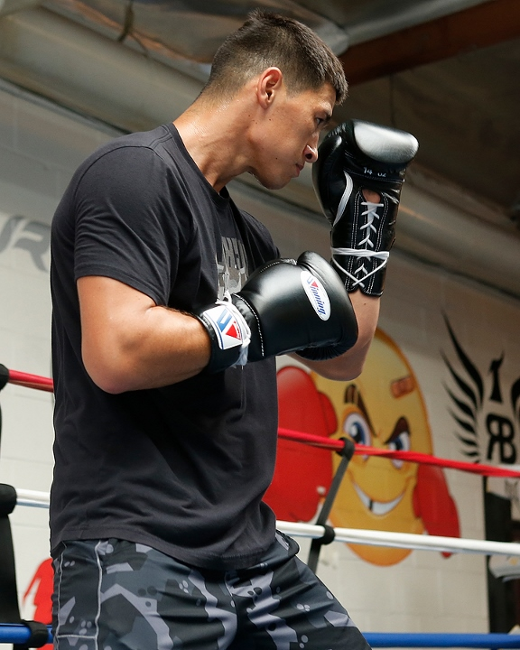 https://photo.boxingscene.com/uploads/dmitry-bivol%20(5)_4.jpg