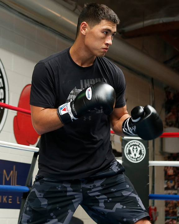 https://photo.boxingscene.com/uploads/dmitry-bivol%20(6)_4.jpg