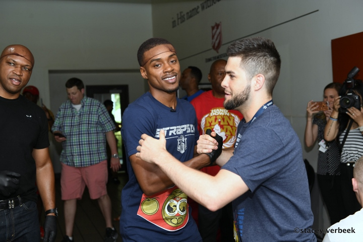 Americans Spence, Roman defend boxing crowns