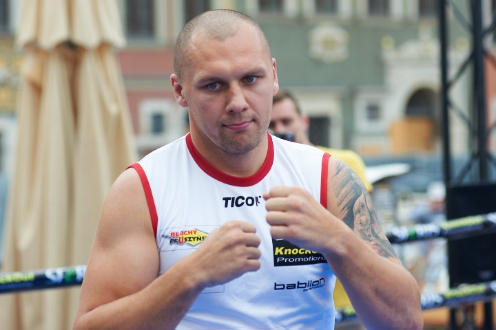 https://photo.boxingscene.com/uploads/glowacki%20(12).jpg