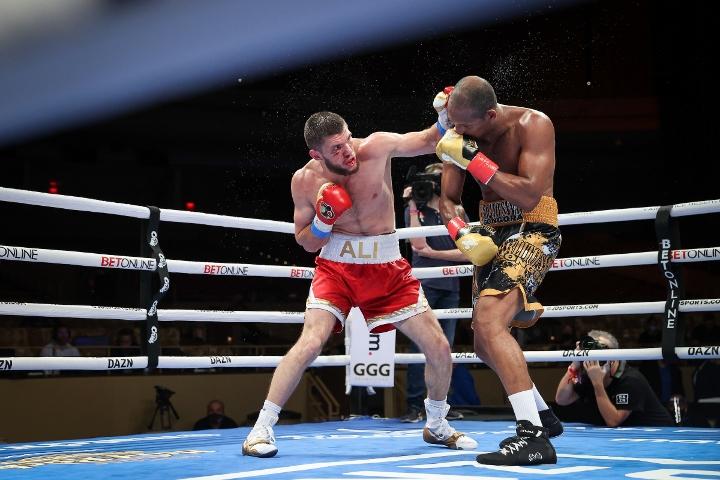 gongora-akhmedov-fight (68)