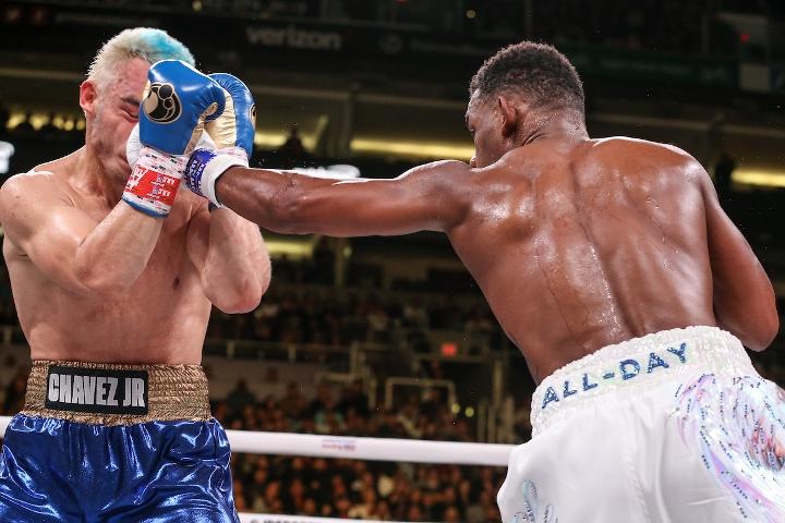 jacobs-chavez-jr-fight (24)