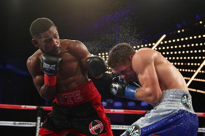 Middleweight Daniel Jacobs beats Sergiy Derevyanchenko split decision