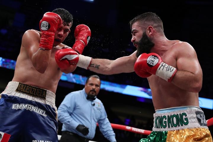 jono-carroll-valenzuela-fight (15)