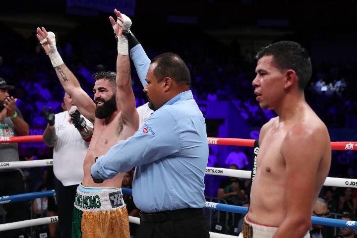 jono-carroll-valenzuela-fight (24)