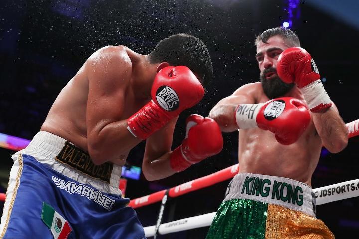 jono-carroll-valenzuela-fight (8)
