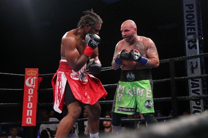 kauffman-alexander-fight (9)