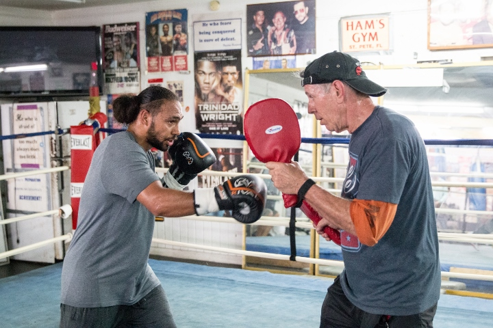 Thurman has appetite for destruction of 'legend' Pacquiao