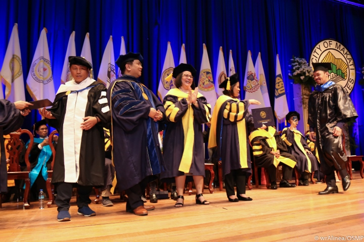 manny-pacquiao-graduation (5)