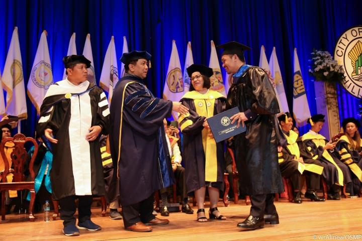 manny-pacquiao-graduation (6)