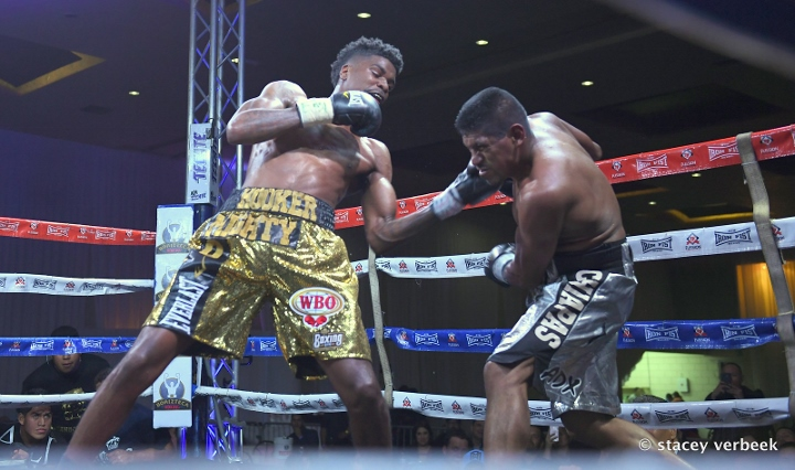 maurice-hooker-fight-cruz (7)