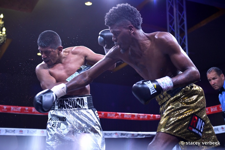 maurice-hooker-fight-cruz (9)