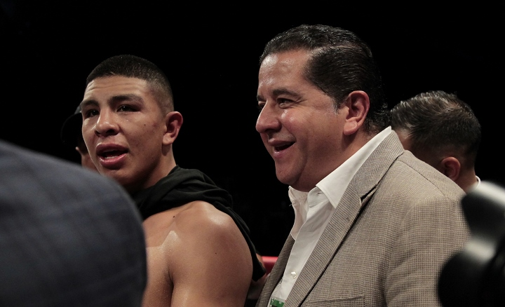 munguia-smith-fight (12)