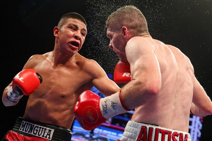 munguia-smith-fight (14)