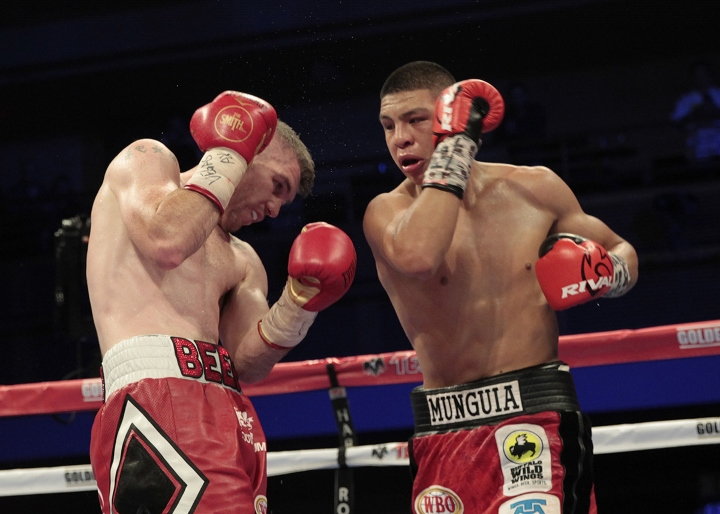 munguia-smith-fight (19)