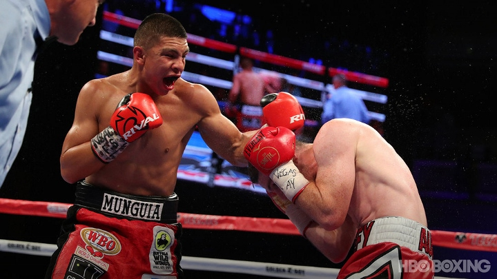 munguia-smith-fight (8)