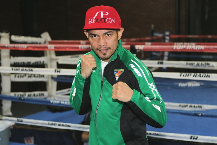 Donaire wins WBA bantamweight title after Burnett retires with back injury