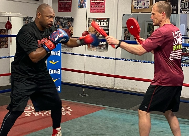 photos roy jones jr putting in work for mike tyson clash boxing news photos roy jones jr putting in work
