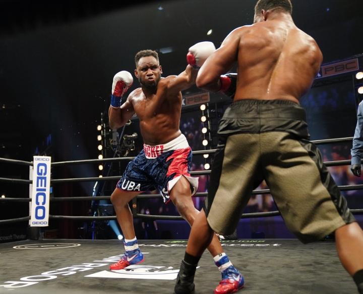 sanchez-howard-fight (25)