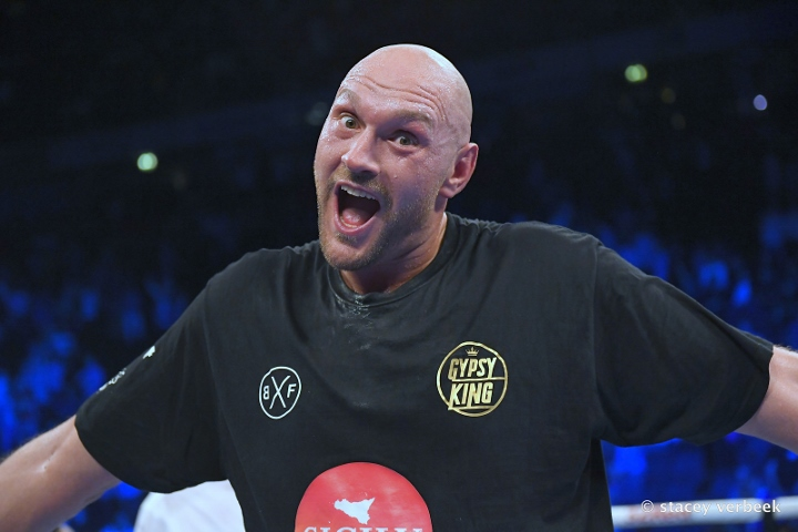 Tyson Fury to return in August on Frampton card