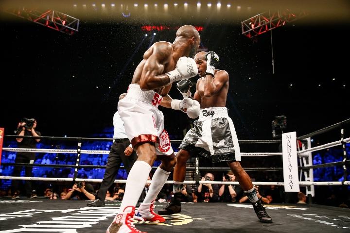 ugas-robinson-fight (11)