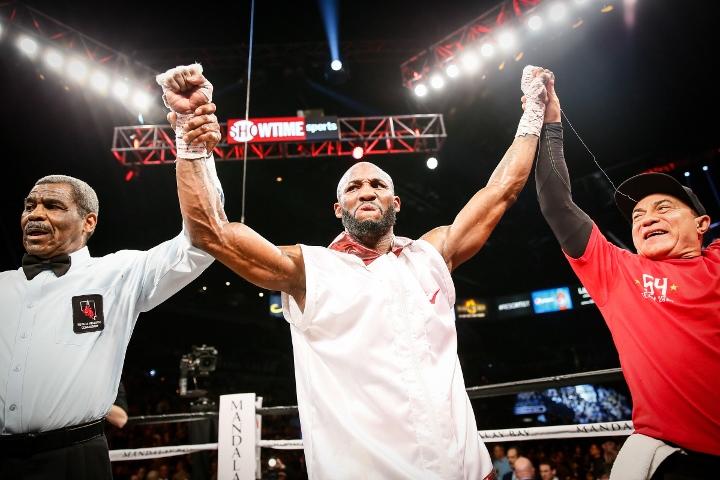 ugas-robinson-fight (17)