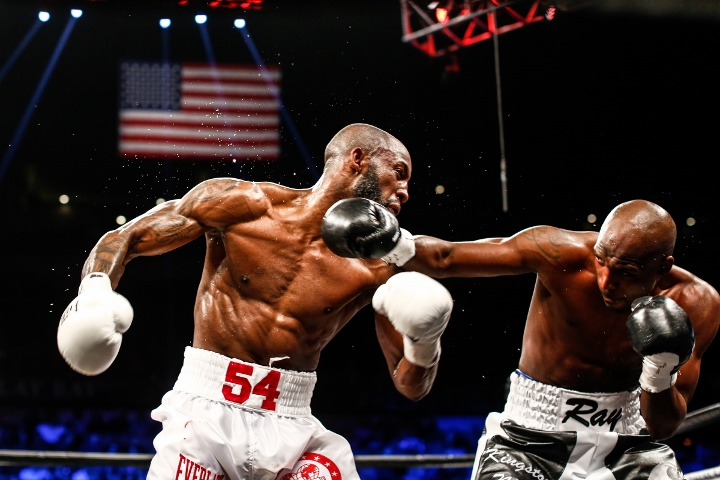 ugas-robinson-fight (2)