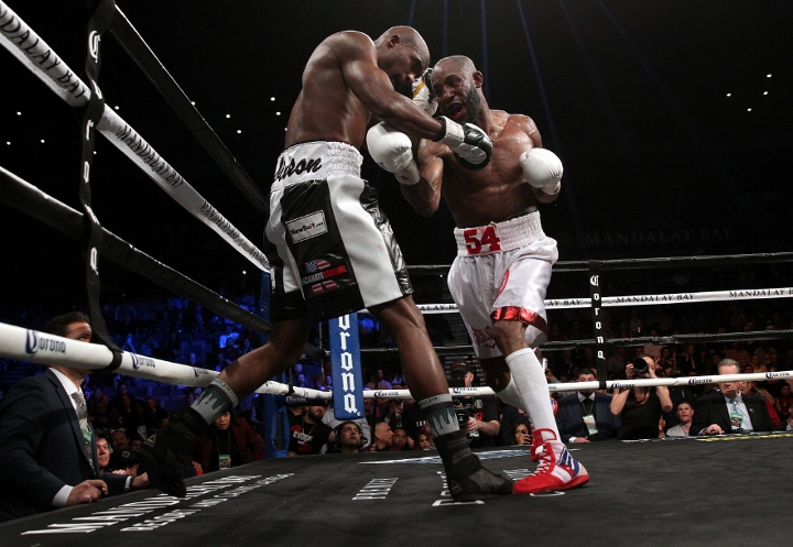 ugas-robinson-fight (20)