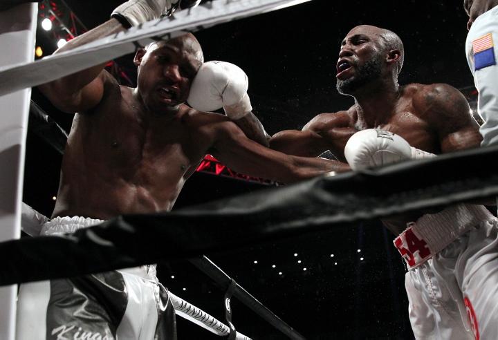 ugas-robinson-fight (21)