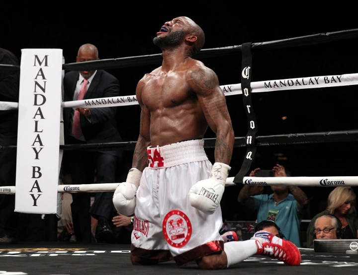 ugas-robinson-fight (22)