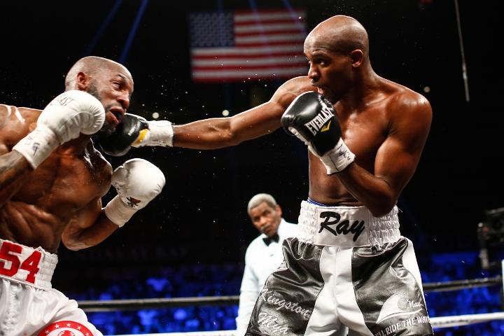 ugas-robinson-fight (8)