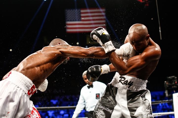 ugas-robinson-fight (9)