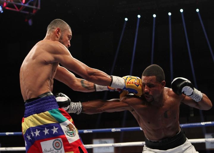 uzcategui-dirrell-fight (12)